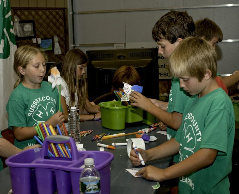 kids making crafts