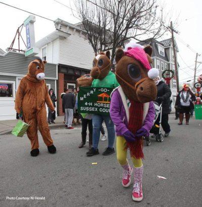 4H kids at Newton Holiday Parade