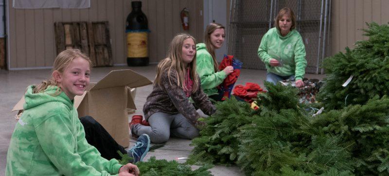 4-H members decorate wreaths