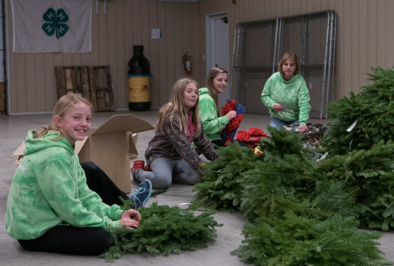 4-H members decorate wreaths